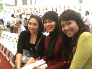 Lala, Mbak Wenny, and the Beautiful Yessy Muchtar, before the show