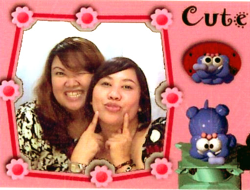 Linda Lala... fun at photo box (Aug,08)